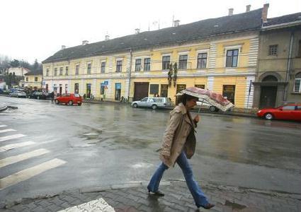 Az épület volt szálloda, városi postahivatal, mulató, kórház, rendőrparancsnokság, lakóház – ROHONYI D. IVÁN