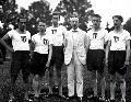 A háború utáni fejetlen politikai időszakban Somodi számára lehetőség nyílt a magyar fővárosba költözni, ahol fényes karrier állt előtte. De a fiatal ügyvéd szülővárosában maradt, ahol tisztviselőként dolgozott, emellett délutánonként és szabadidejében atlétikaedzőként a helyi tehetségeket készítette fel. Újraszervezte a helyi magyar sportéletet annak ellenére, hogy a magyar egyetem nélkül maradt városban kevés tehetséges, kiemelkedő eredményekre képes sportoló maradt. (Fotó: a 4 x 100 és 4 x 200 m rekorder staféta 1923-ban, balról: Donogán Gerő, Bíró Ferenc, Péter László, Somodi István, Welser Tibor és Kormos László)