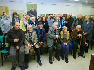 A BMC kolozsvári tagjai: huszonévesektől a kilencven év fölötti művészekig valamennyi korosztály képviselteti magát a kiállításon (ROHONYI D. IVÁN felvétele)