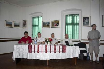Haschi András, Küsmödi Attila, Csizmadia László, Tihanyi István, jobb oldalon Ocskay Gyula moderátor - RITI JÓZSEF ATTILA