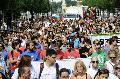 Résztvevők a 18. Budapest Pride, a leszbikus, meleg, biszexuális, transznemű és queer (LMBTQ) közösség fesztiváljának felvonulásán az Andrássy úton