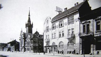 A Református Kkórház főépülete az 1930-as évek vége felé. Tőle balra a hidelvi református templom.