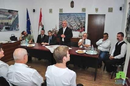 A megnyitó résztvevői, jobbról balra: Magyari Hunor, Juhász Ábel, Ferenczy Miklós, Kató Béla, Magdó János, Bibza Gábor és Szántai János - KISS GÁBOR