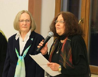 Gally Katalin tárlatát Németh Júlia műkritikus (jobbról) méltatta – ROHONYI D. IVÁN FELVÉTELE