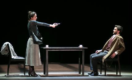 Jelenet Eötvös Péter Senza sangue című operájából (Albene Carrere és Romain Bockler) (Fotó: Kállai-Tóth Anett