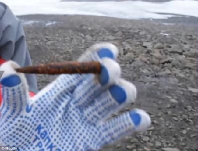 Lőszerleleteket is találtak