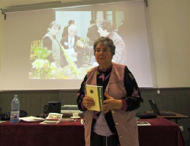 Bájos biokerti történetekkel is szórakoztat a szerző