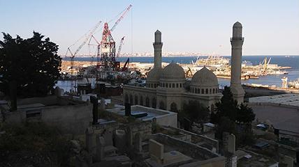 Kőolajból származó pénz és az iszlám vallás: mecset és kőolajfúró - A SZERZŐ FELVÉTELEI