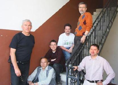 A Szabadság szerkesztőségének férfi munkatársai (balról jobbra): Rohonyi D. Iván, Ördög I. Béla, Ferencz Zsolt, Póka János András, Tibori Szabó Zoltán és Kiss Olivér
