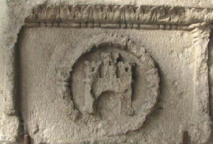 FOTÓ: BOROVSZKY ISTVÁN– 1477. A város címere a Hídkapu egyik kövén
