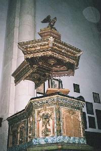 A templom díszes szószéke