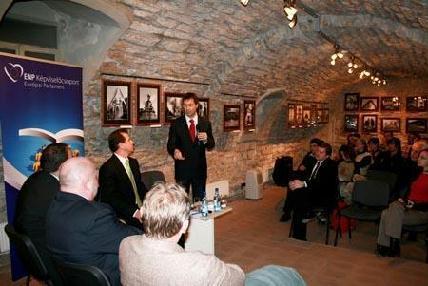 Glattfelder Béla fideszes képviselő volt a Járosi-műhely vendége
