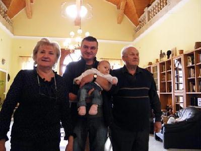 Ernő bácsival, Juci nénivel és a legfiatalabb unokával