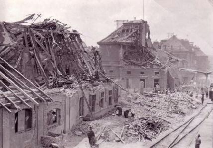 FOTÓ: SZILAGYI LÁSZLÓ – Ennyi maradt a kolozsvári vasútállomásból a bombázás nyomán