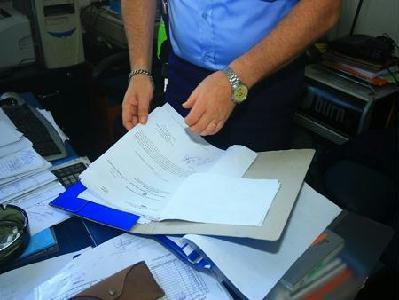 FOTÓ: ROHONYI D. IVÁN – Vaskos iratcsomó kerül az ügyészség asztalára