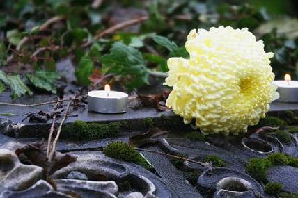 A hagyományőrzés és emlékezés egyik módja a világítás – külföldről is hazajönnek gyertyát gyújtani – FOTÓ: ROHONYI D. IVÁN